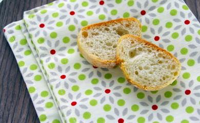 tartines de pain sur serviette déco