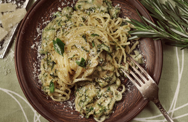 Italian pasta with pesto sauce and basalico