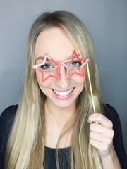 Frau mit Brillengestell