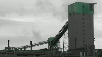 Fabrik im Dunst