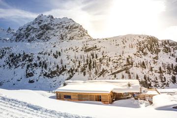 Edificio sulle piste da sci