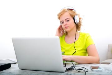 Musik hören beim Arbeiten