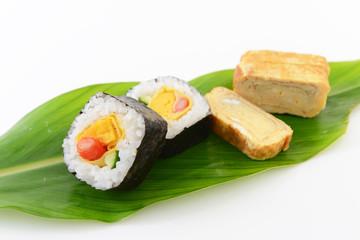 巻き寿司と厚焼き玉子