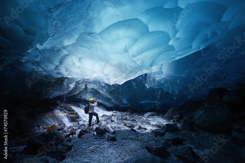 Foto op Canvas Gletsjers ice cave in alaska