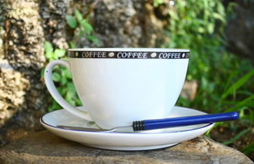 tasse à café sur galet rustique