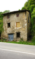Casa ruinosa en la carretera de Cercs, Barcelona