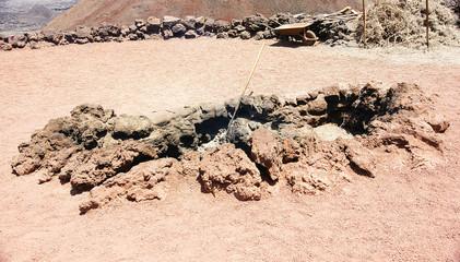 Hoyo en la tierra volcánica del Timanfaya, Lanzarote