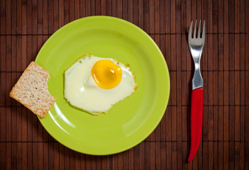 fried egg in green plate