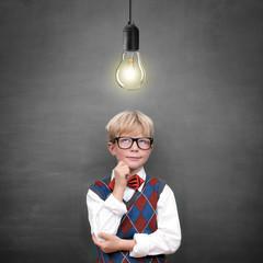 Schulkind mit Lampe / Idee