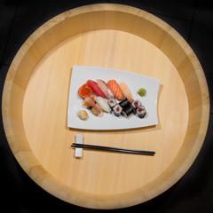 Sushi misto nell' hangiri