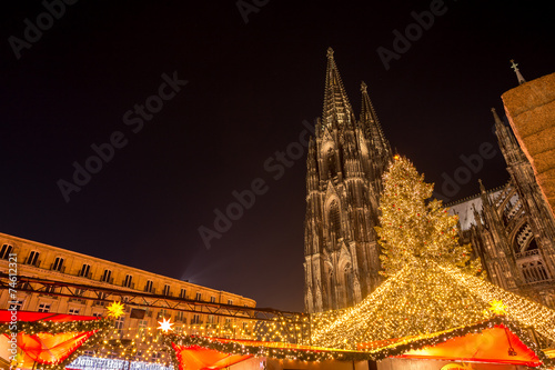 Leinwanddruck Bild cologne cathedral with christmas market