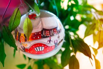 Palla di Natale su albero