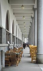 Camminata sotto i portici