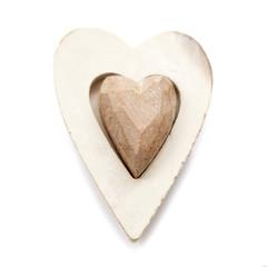 coeur en bois sur fond blanc