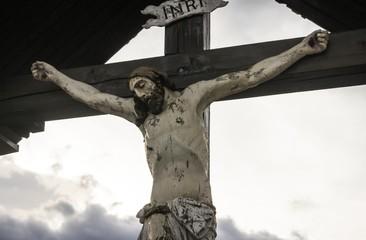 Jesusfigur am Kreuz