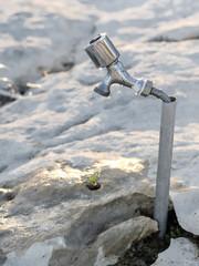 Grifo de agua en un espacio seco