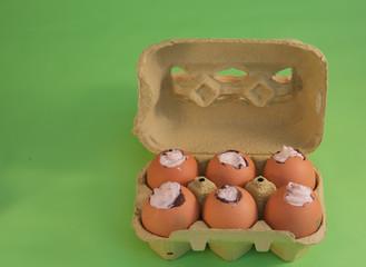 Uova di Pasqua con sorpresa e biglietto