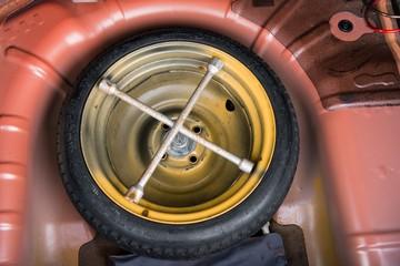 Emergency tyre in the trunk