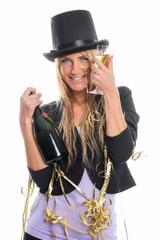 Frau flirtet auf Silvesterparty