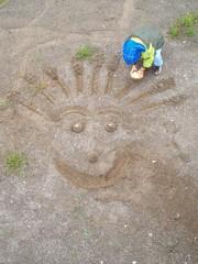 kumda oynayan çocuk