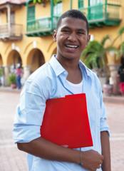 Student in Südamerika auf dem Weg zur Uni