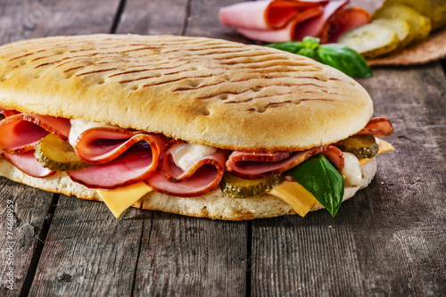 Foto op Plexiglas Voorgerecht panini with ham and cheese