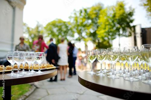 Lots of wine glasses - 74670164