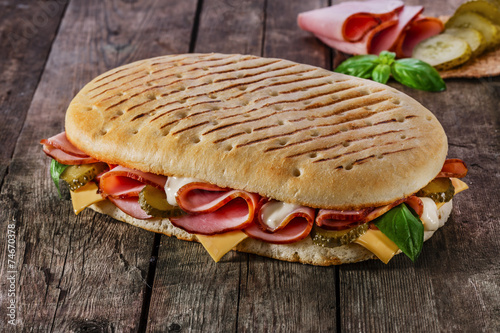 Papiers peints Entree, salade panini with ham and cheese