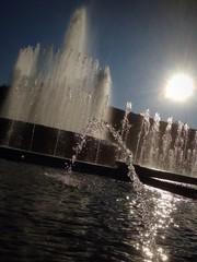 fontana zampillante controluce