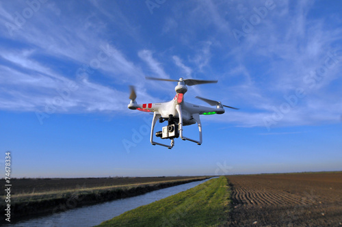 quadricoptère - 74678334