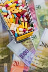 Tabletten, Einkaufswagen, Geldscheine