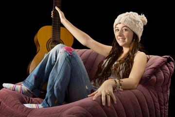 jeune fille avec une guitare