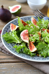 Delicious figs and salad leaves