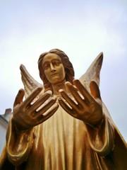 Engel im goldenen Gewand
