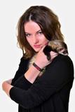 Ferret (Mustela putorius furo) et femme poster