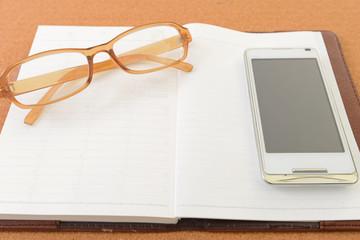 メガネとスマートフォン