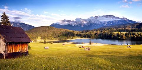 einsame Hütte am Karwendelgebirge