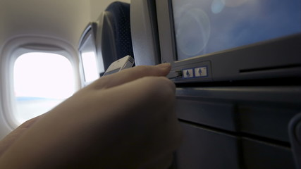 Connection of cell phone and seat monitor in plane via USB