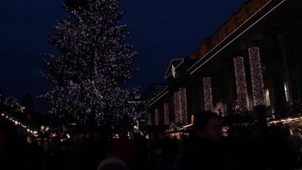 Weihnachtsmarkt bei Nacht in Stuttgart