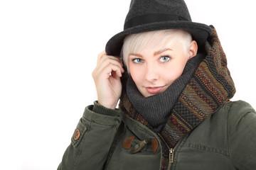 Mit Hut und Schal