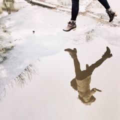 прыжок через лужу