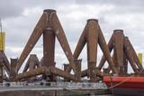 Tripoden im Übersehhafen Bremerhaven, Deutschland