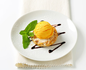 Cornmeal and almond cookie with ice cream