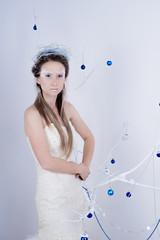 Девушка в образе ледяной королевы