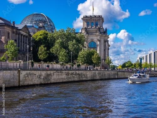 canvas print picture Reichstag in Berlin von der Spree aus