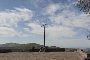 Крест на утесе Верна, на высоте - 1128 метров
