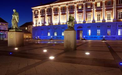 place du palais de justice de nuit -chambéry