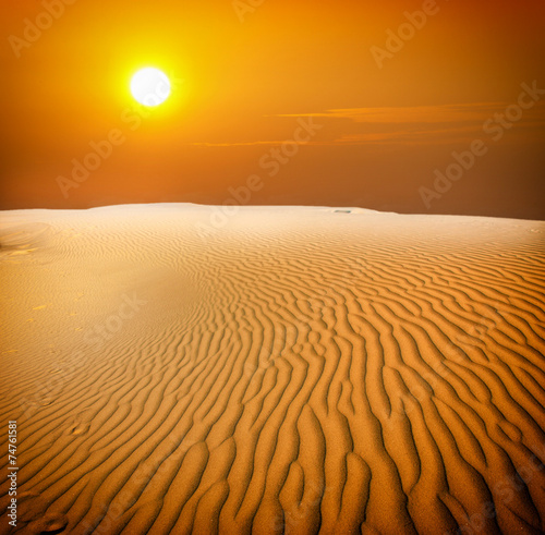 Fotobehang Woestijn Sunset over the Sahara Desert
