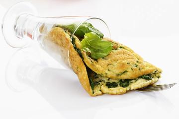 Omelett mit Spinatfüllung im Glas