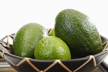 Grüne Früchte, Limetten und Avocado